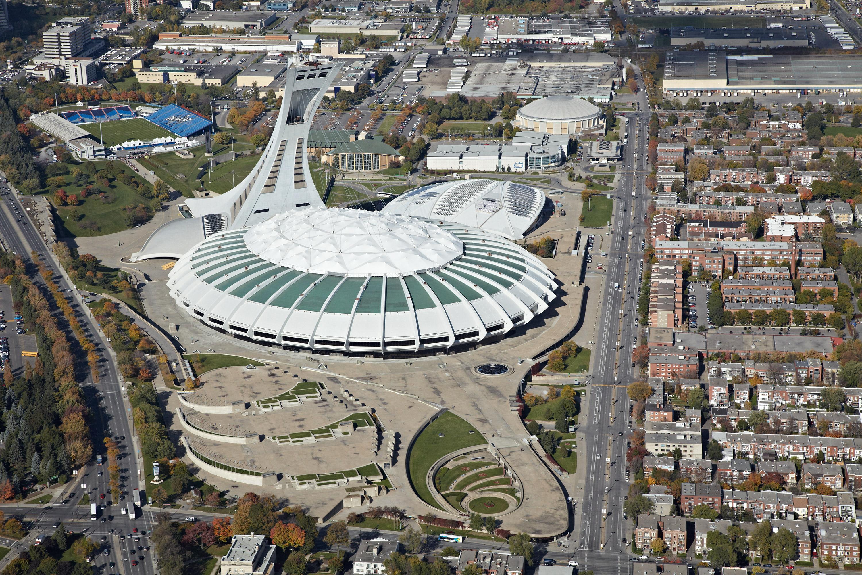 Le p d g du parc olympique david heurtel a lanc un - Piscine du stade olympique ...